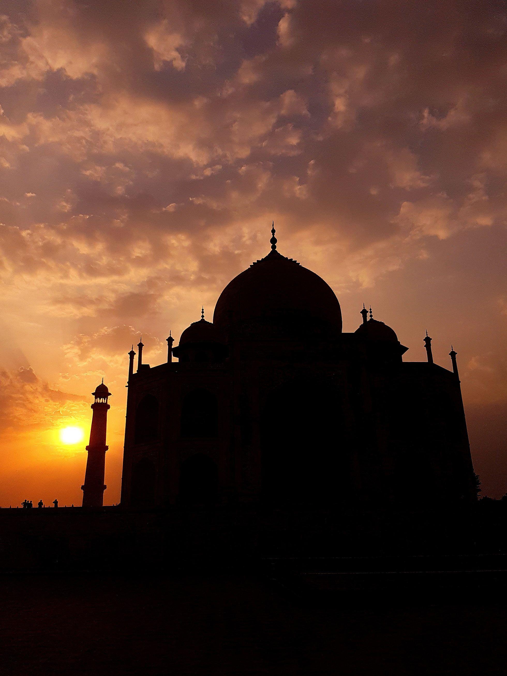 Visit Taj Mahal Mausoleum Complex In Agra India Awesome
