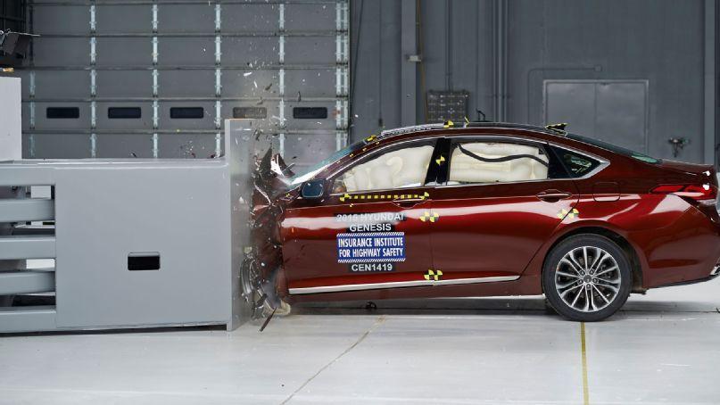 2015 Hyundai Genesis Named Iihs Top Safety Pick Visit Http Www