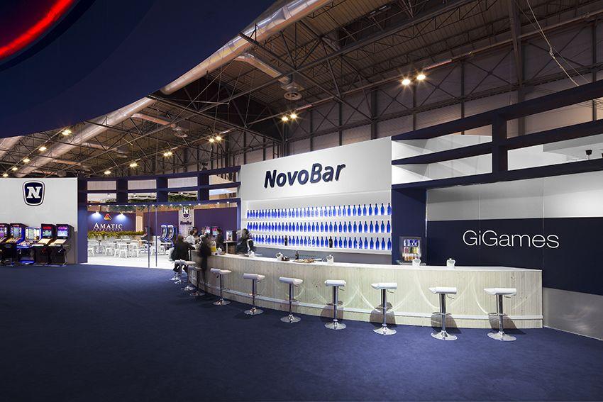 Barra del stand de NOVOMATIC. COOC Alternativa de Diseño.
