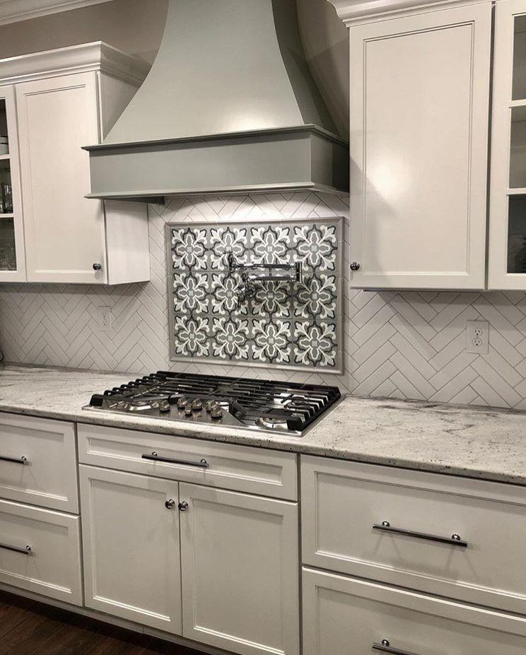 Hood And Backsplash Insert Thing Kitchen Backsplash Designs Kitchen Tiles Backsplash Chic Kitchen