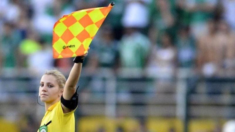 Cinco coisas que não fizeram com dezenas de árbitros e bandeiras que já erraram http://trivela.uol.com.br/cinco-coisas-que-nao-fizeram-com-dezenas-de-arbitros-e-bandeiras-que-ja-erraram/… | pic.twitter.com/HiKKIAeUKS