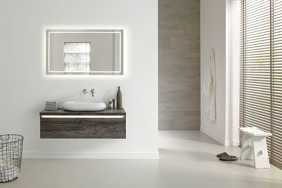 Prachtig badkamermeubel met mooie donkere houtstructuur de