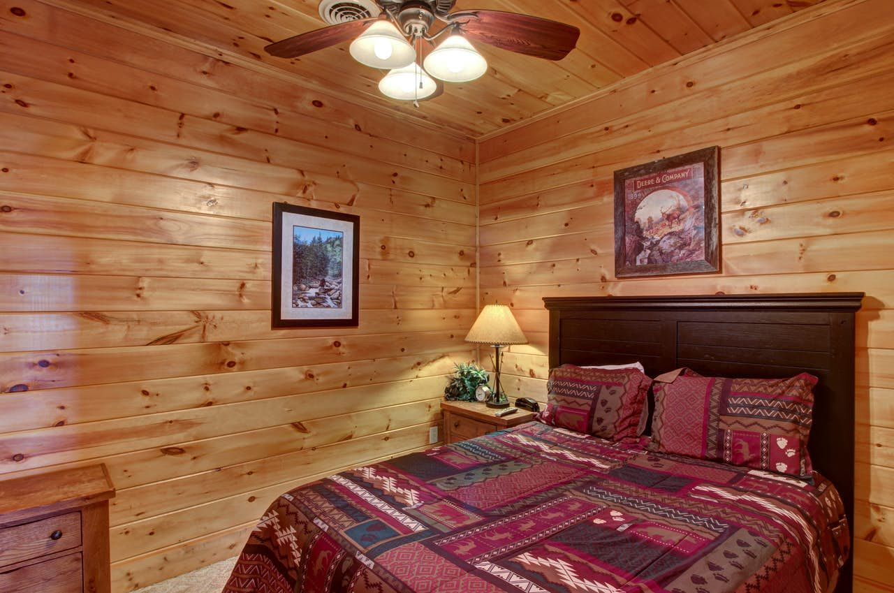 Chief Big Log Cabin 2 Bd Vacation Rental In Sevierville Tn Vacasa In 2020 Log Home Interiors Log Cabin Furniture Log Cabin Homes
