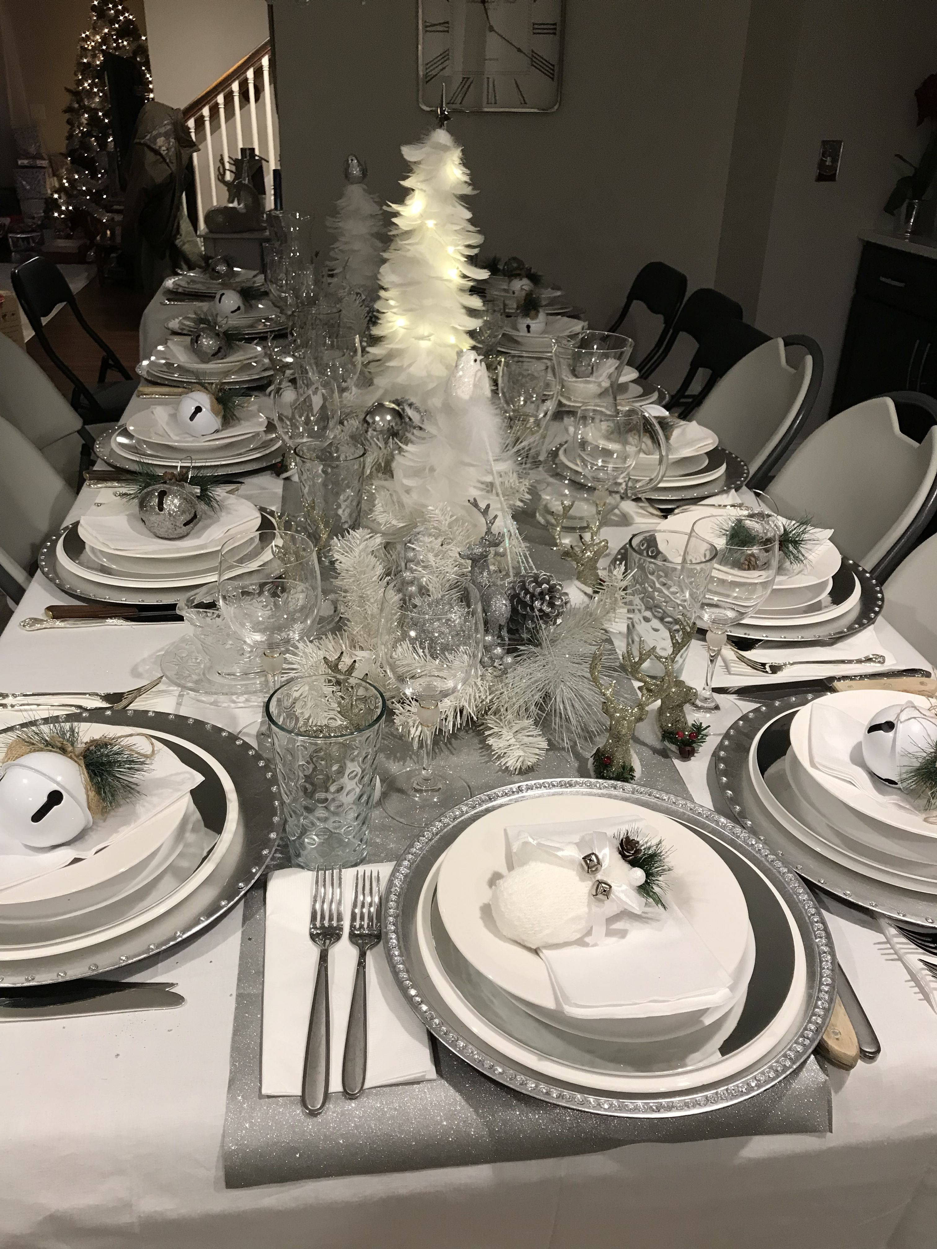 Silver And White Christmas Table Decorations Christmas Decorations Dinner Table Christmas Table Christmas Dinner Table