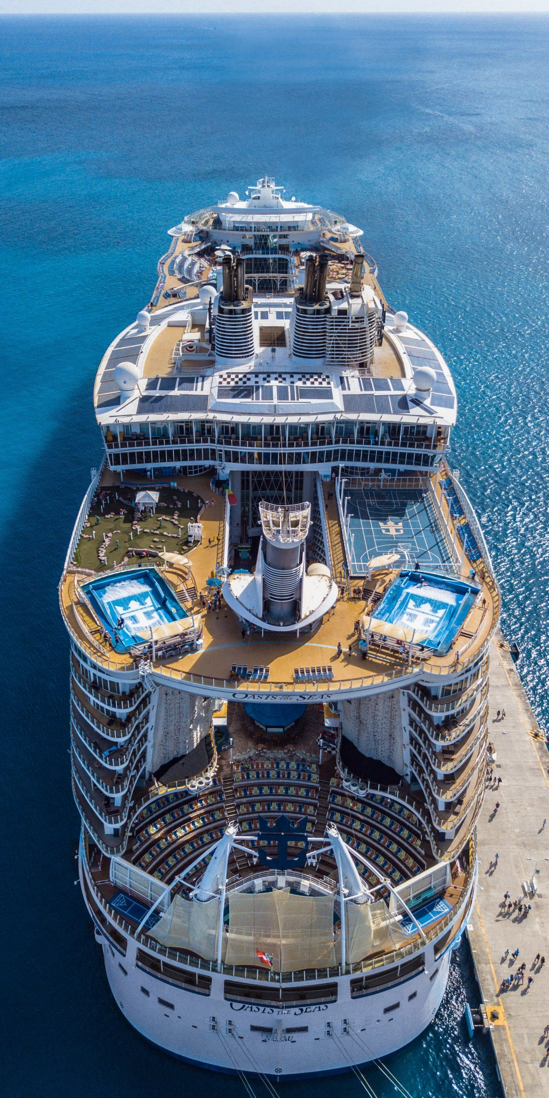 Oasis Of The Seas Extraordinary At First Sight With A Design That Blends The Beauty Of The Open Ocean With S Royal Caribbean Cruise Oasis Cruise Cruise Ship