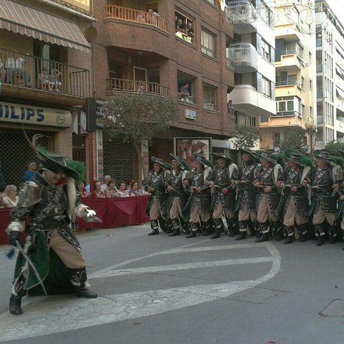 Fiestas #morosycristianos #villena spain #alicante escuadra especial #piratas colorido festero y #arte @cristinarv2 entraica
