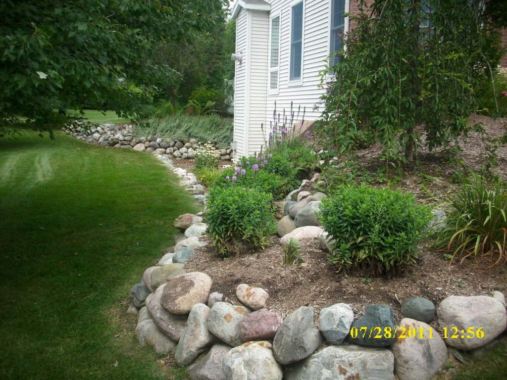 Line Garden With Large Rocks Landscaping With Rocks Lawn And Landscape Rock Garden