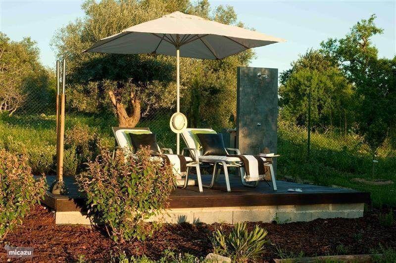 Tuin met buitendouche