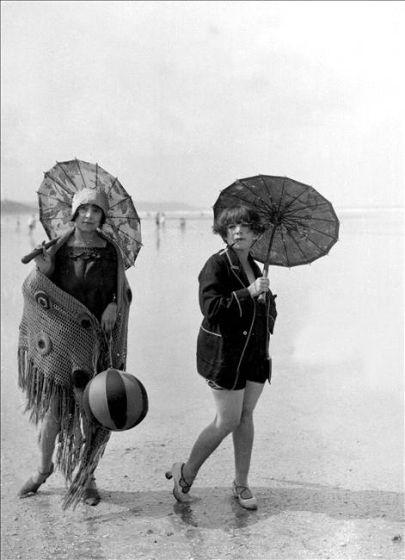 baigneuses 1925 by the sea pinterest femme baigneuses et ann es folles. Black Bedroom Furniture Sets. Home Design Ideas