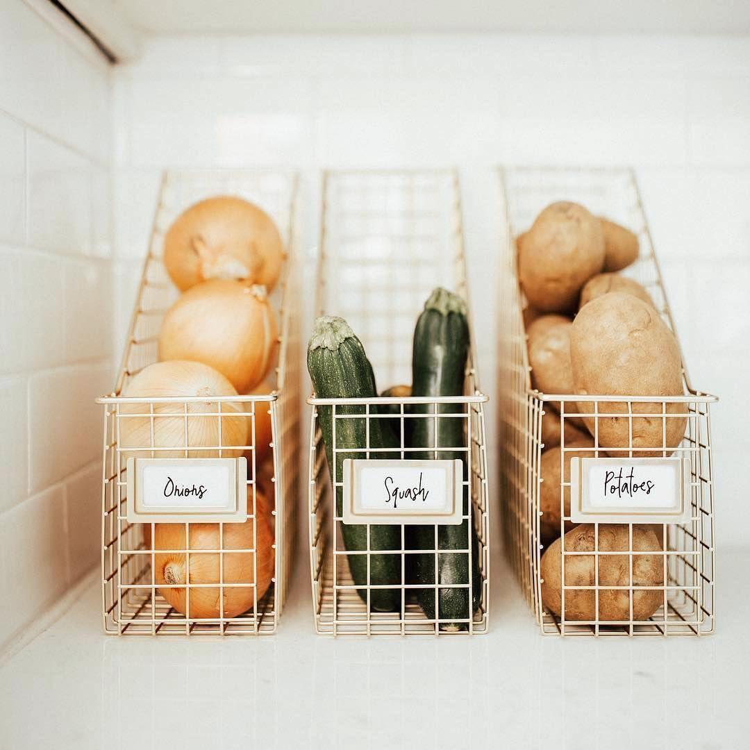"""THE HOME HABIT on Instagram: """"Simplicity! Einfach mal das volle Küchenpotenzial ausschöpfen und vertikal die Sachen stapeln. Wir haben ein solches System in einer…"""""""