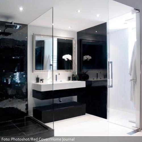 Waschtisch In Schwarz Weiß Und Offene Dusche Mit Glaswand | Roomido.com
