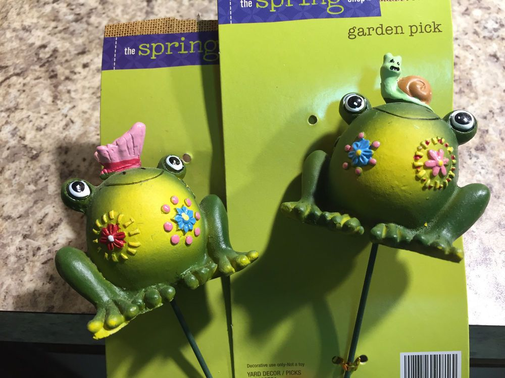 Yard FROGS Sculpture WHIMSICAL Garden STAKES Decor Home-RESIN FLOWER
