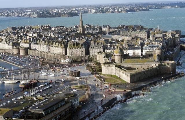 Le Mont-Saint-Michel et Saint-Malo vus du ciel | Saint malo, Belle ...