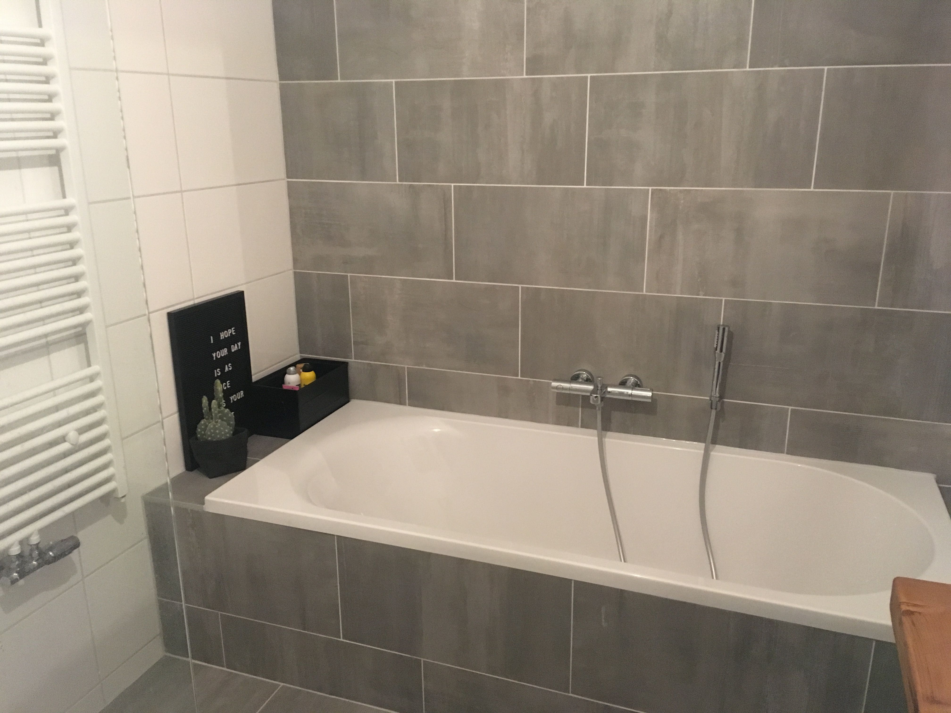 Badkamer Grijs Wit : Woonstins woonstins badkamer grijs wit