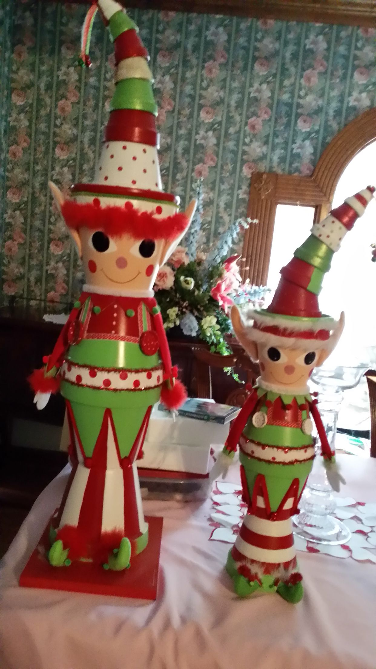Clay pot elfs | Christmas pots, Christmas clay, Diy flower ...
