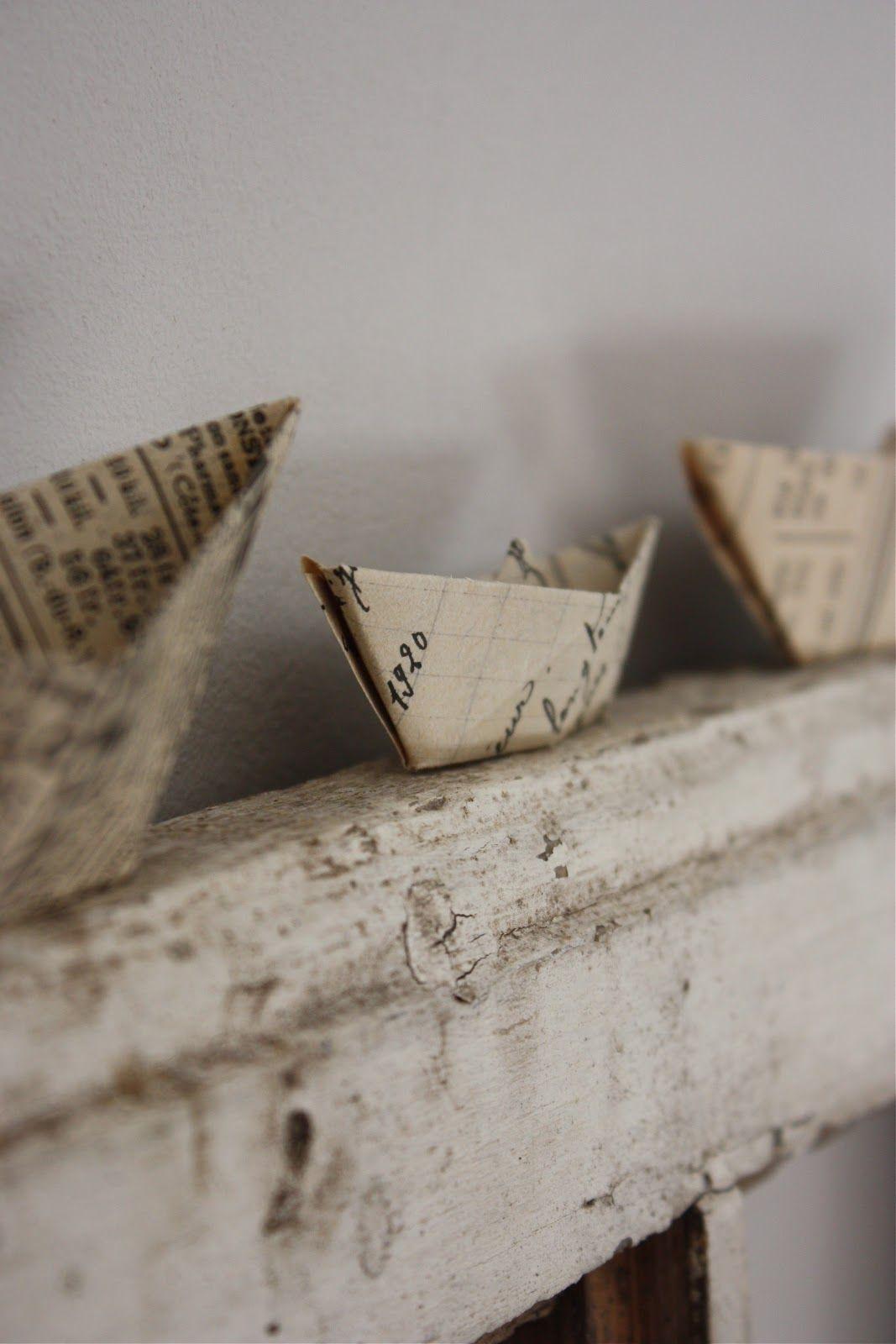 paperiveneiden taittelua, unelmien ja toiveiden matkaan laittoa metsälammen rannalta