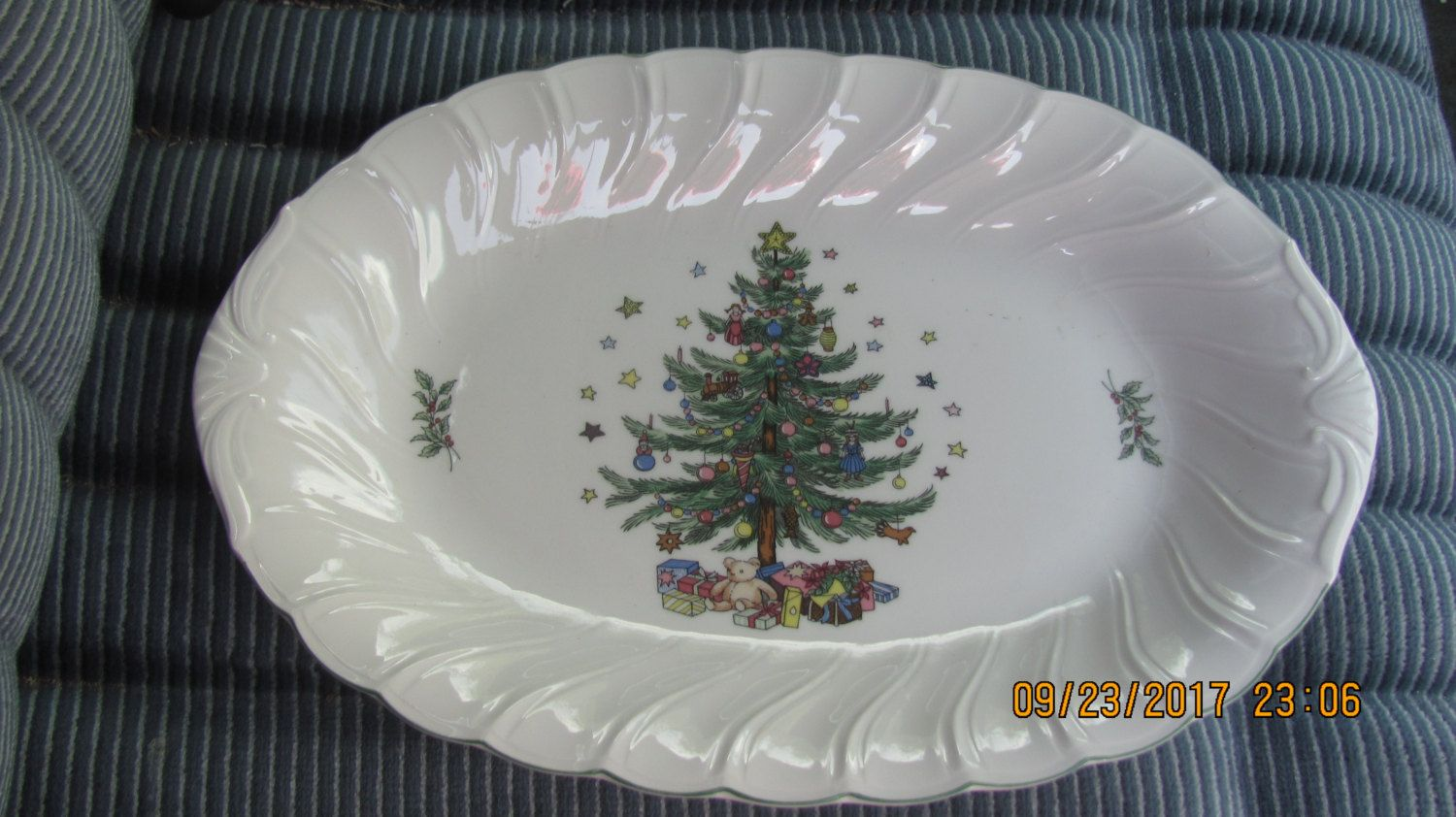 Vtg 1980u0027s Nikko Happy Holidays Christmas Tree Presents 14  Porcelain Scalloped Vegetable Platter Serving Dish & Vtg 1980u0027s Nikko Happy Holidays Christmas Tree Presents 14 ...
