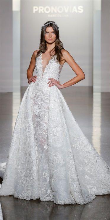 dfc44e416302 A New York hanno avuto inizio le sfilate Bridal Autunno Inverno 2017-18.  Anche