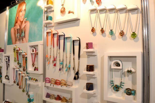 afb97a16fc76 stand de accesorios para mujer - Buscar con Google | Exhibiciones ...