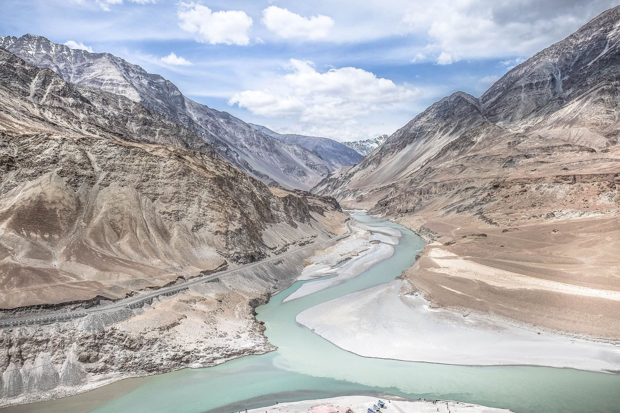 Zanshar river meets Indus river #Ladakh #India