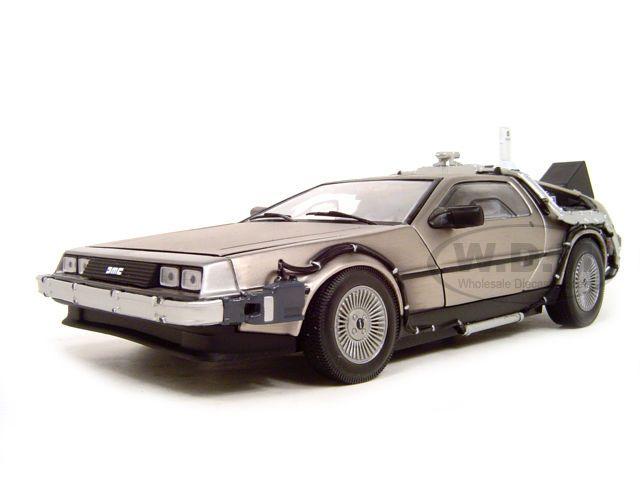 BACK TO THE FUTURE 2 DE LOREAN 1:18 DIECAST MODEL CAR BY SUNSTAR 2710 #SunStar #DeLorean
