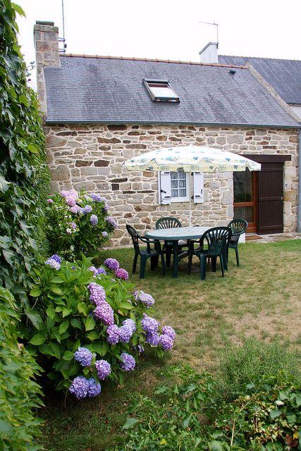 Bretagne 2006  Kerlaskoet Maison au toit de chaume Triskel