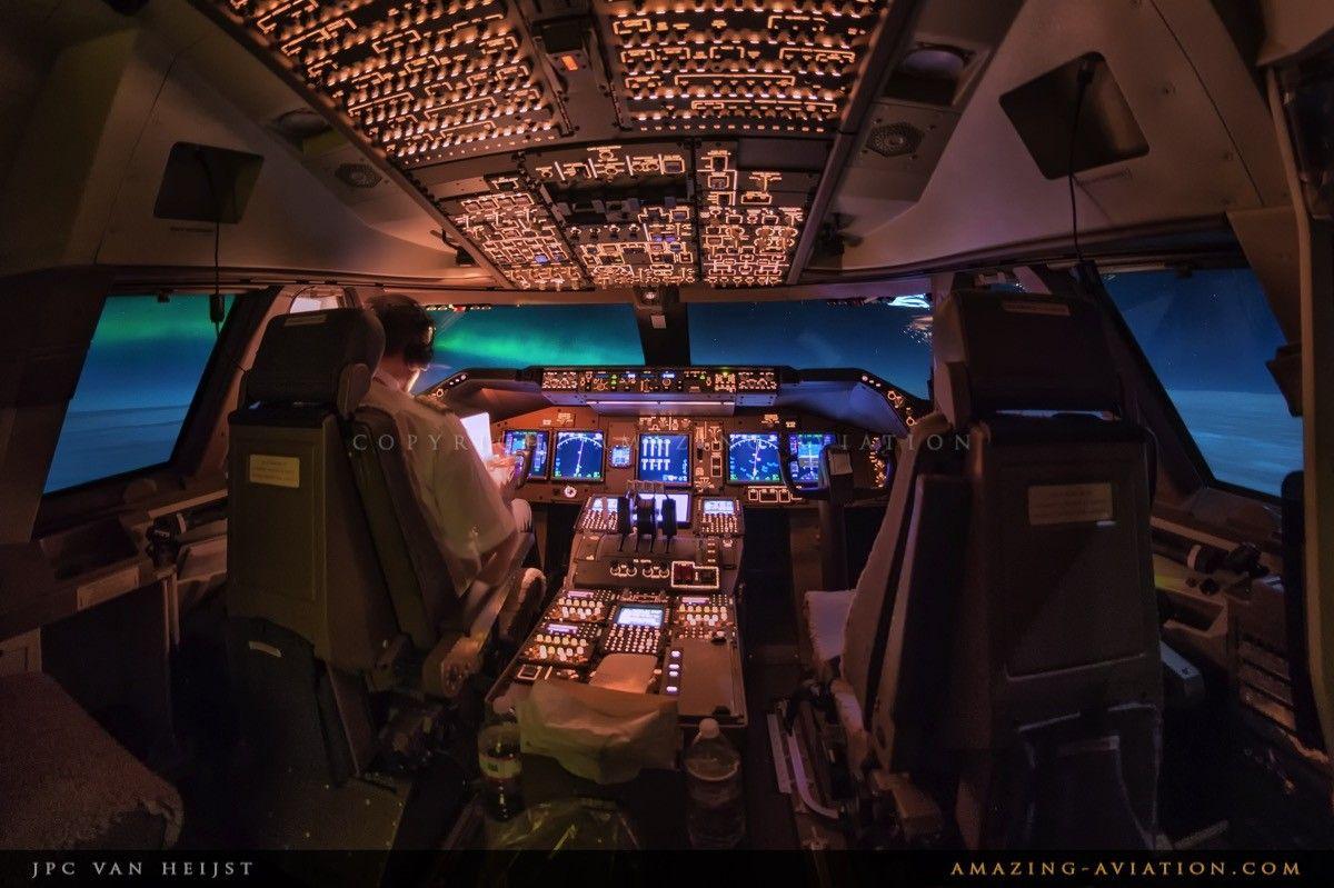 747 8 Flightdeck With Northern Lights Cockpit Boeing 747 Pilot