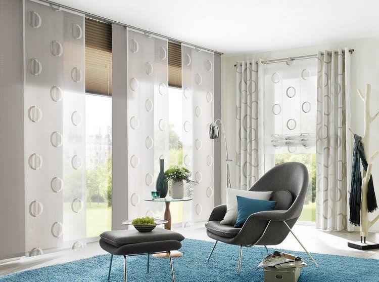 panneau japonais semi transparent tapis bleu fauteuil en cuir gris taupe et repose pieds. Black Bedroom Furniture Sets. Home Design Ideas