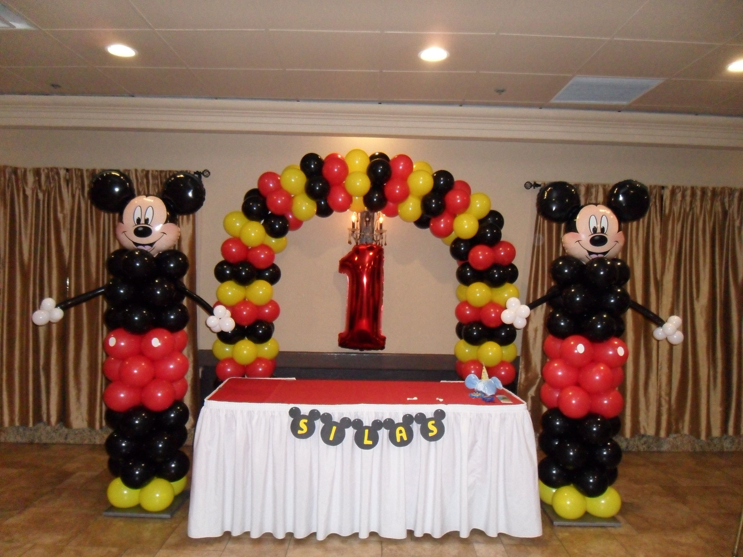 137 Best Ideas 1st Birthday Mickey Mouse Balloon Decoration #mickeymousebirthdaypartyideas1st