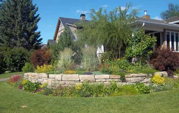 Corner lot landscaping ideas like this small curved stone for Corner lot landscaping pictures