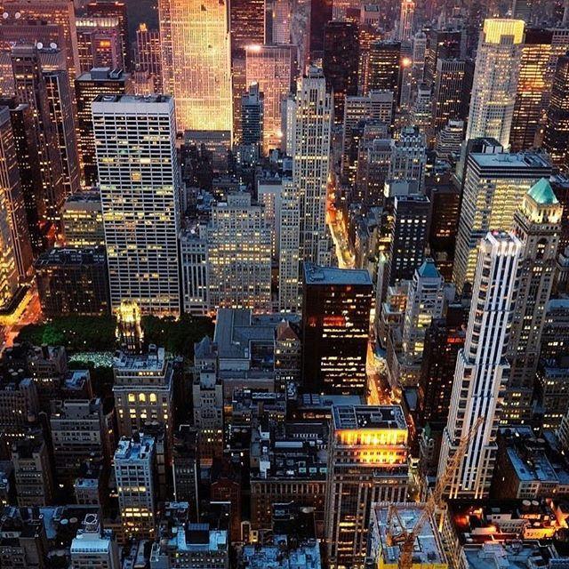 Instagram Naoozakino さんの写真をピンしています Newyork Nyc Usa Photo Nightview Building City Love Instagood Light Evening ニューヨーク アメリカ 都市景観 アーバンフォト 背景 写真