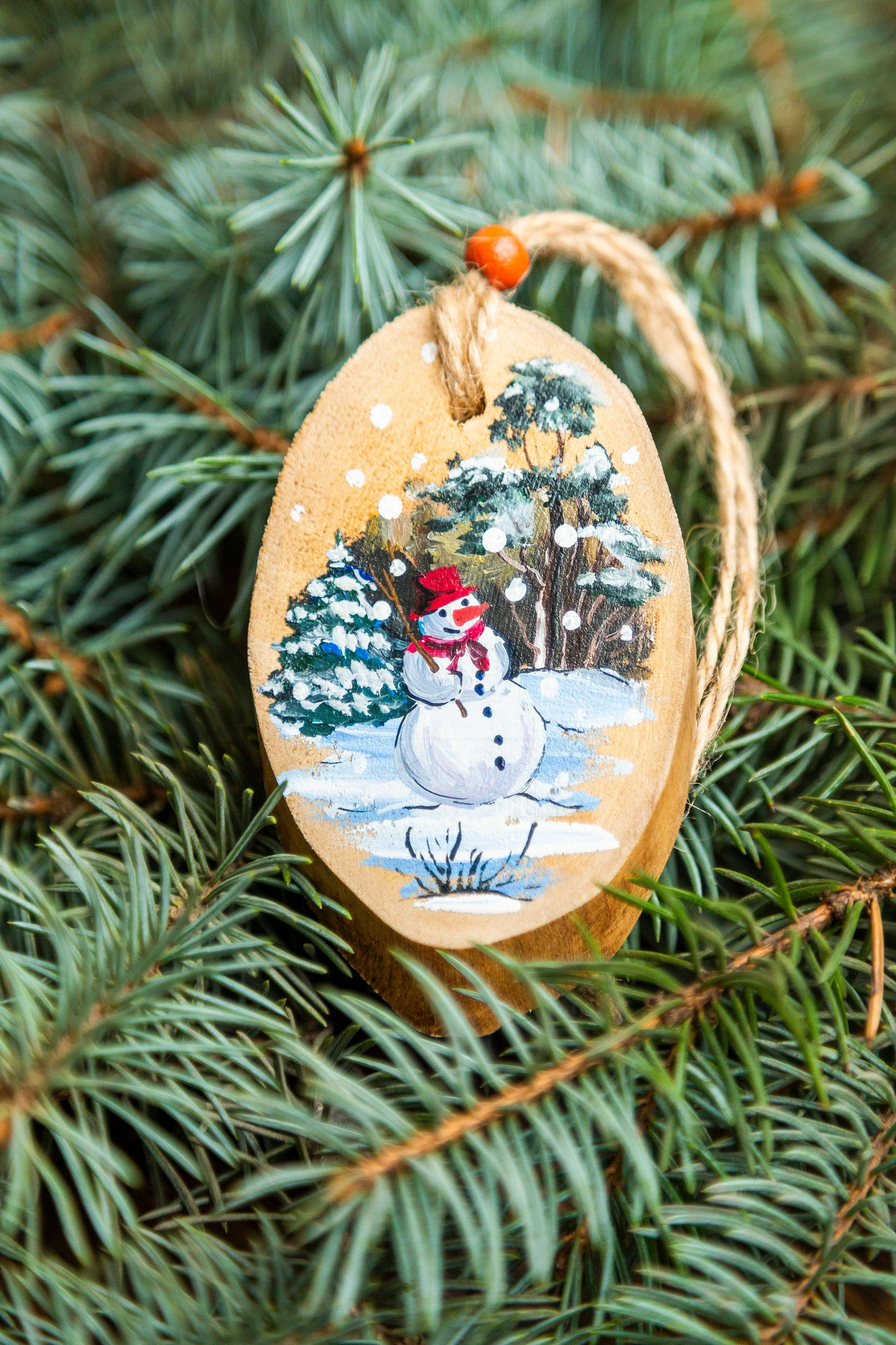 Snowman on the lawn /Wooden slice christmas rustic