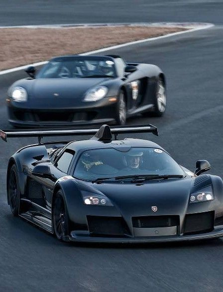 Gumpert Apollo followed by a Porsche Carrera GT.
