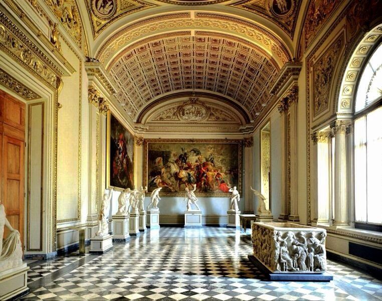 The First Museums Kunst Und Wunderkammer Travel To Eat In 2020 Uffizi Gallery Italy New York Museums