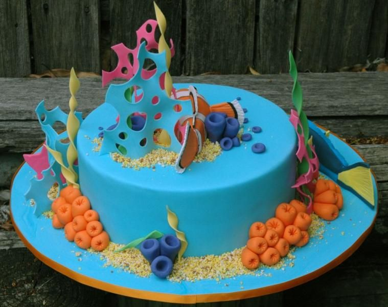 What an awesome cake to make Lol excelled with making Nemo Dory