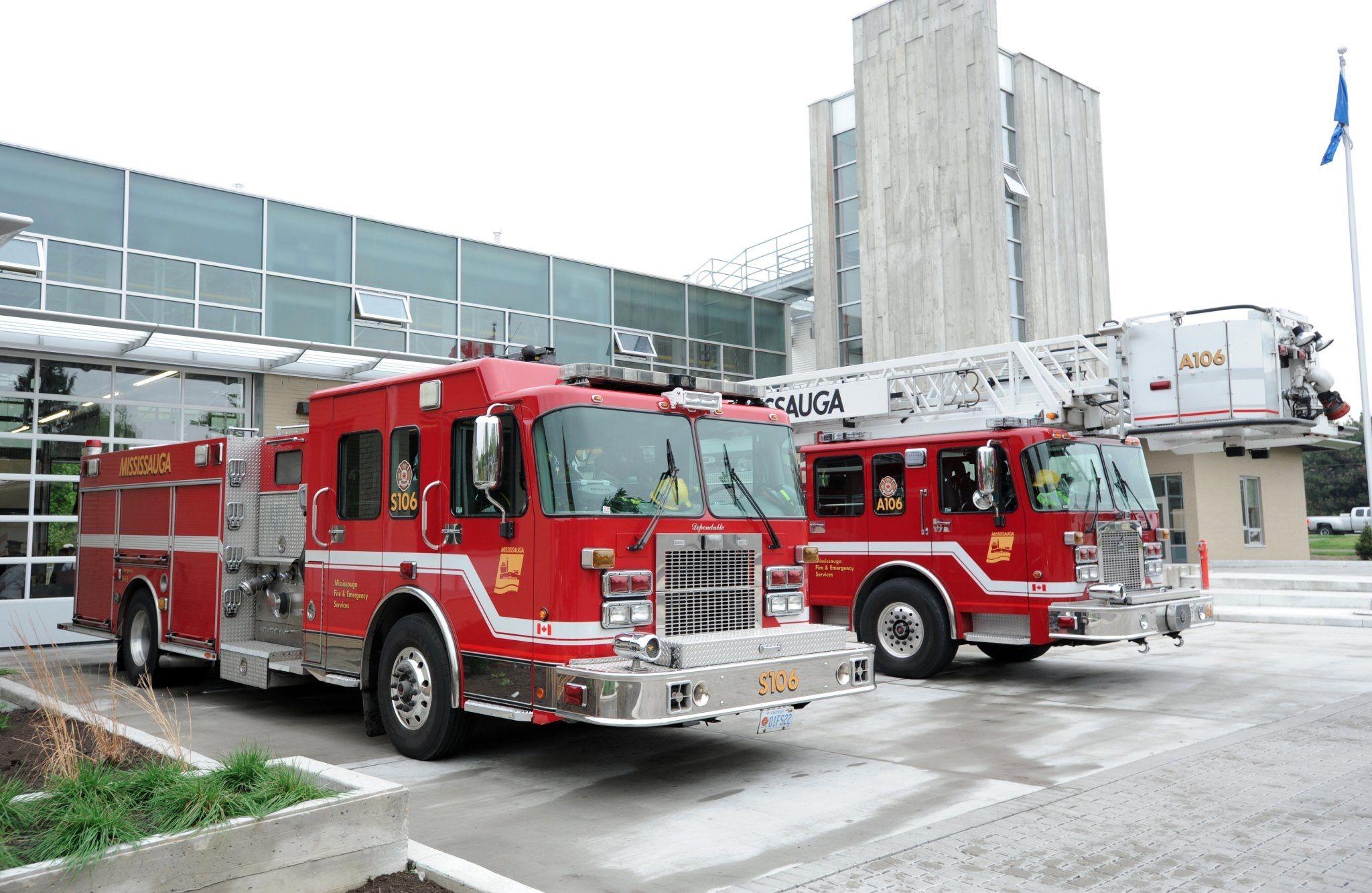 Mississauga Fire Dept Ontario Ca Fire Trucks Emergency Vehicles Fire Dept