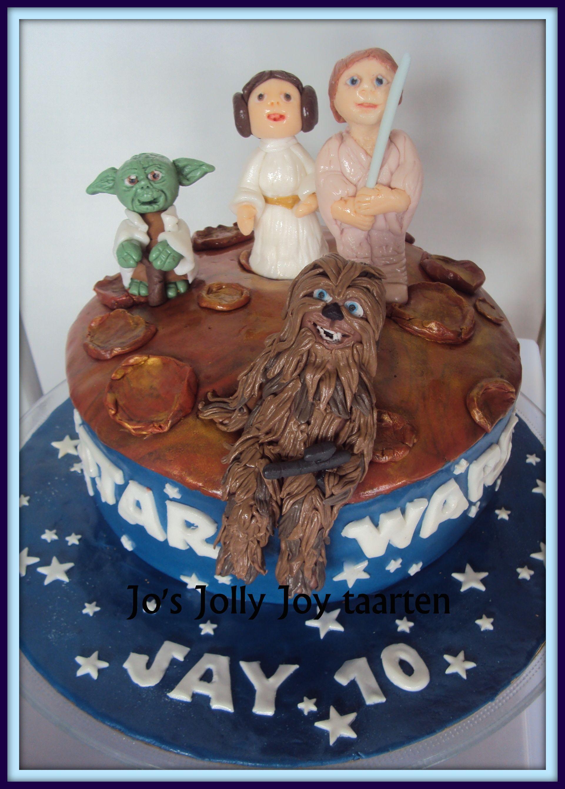 Star Wars Taart Helemaal In Hogere Sferen Met Deze Taart Gevuld Met Aardbeienjam En Aarbeienbavarois En Een Laag Slagroom M Taart Aardbeienjam Pure Chocolade