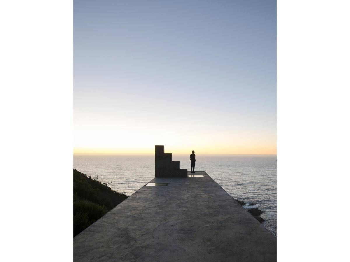 Peek Inside This Ultra-Narrow Concrete Cliff House With Insane Ocean ...