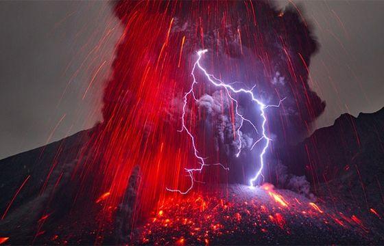 Juxtapoz Magazine - Volcanic Lightning Photographs by Martin Rietze