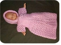 Free crochet doll patterns this is an easy baby doll dress. #dolldresspatterns