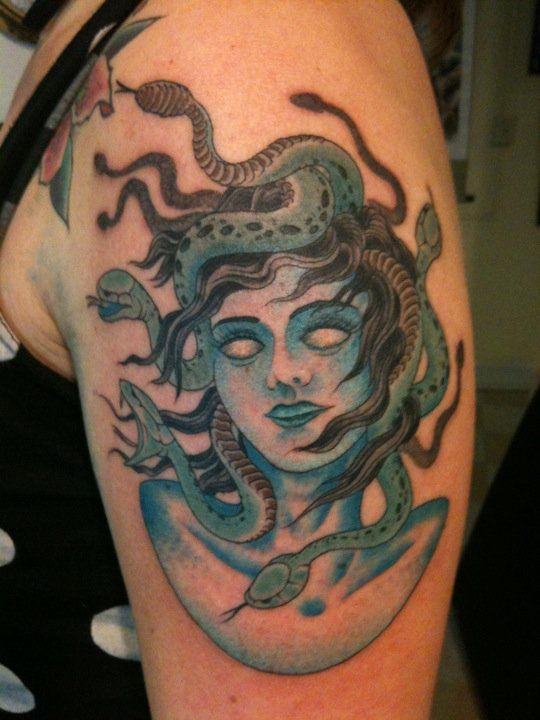 versace medusa head tattoo pin versace medusa tattoo pictures on versace medusa tattoo. Black Bedroom Furniture Sets. Home Design Ideas