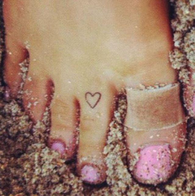 El primero: un pequeño corazón en el dedo del pie | Lugares para ...