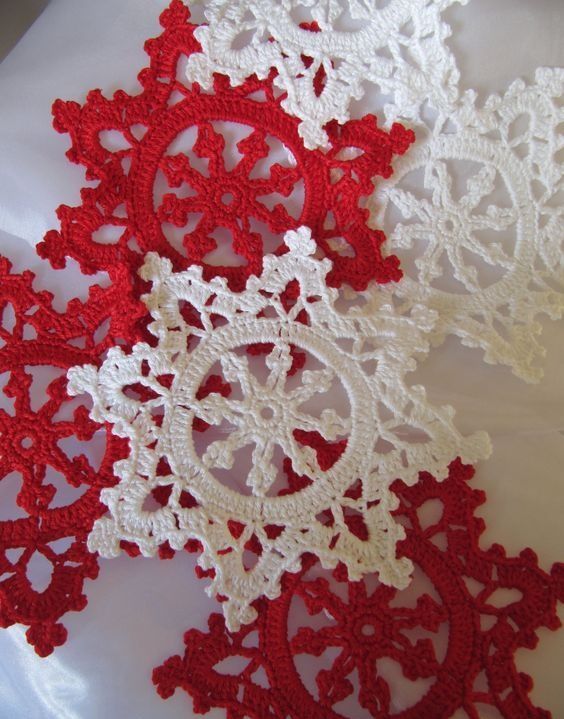 Create Your Own Diy Snowflakes For Decoration | Patrones de blonda ...