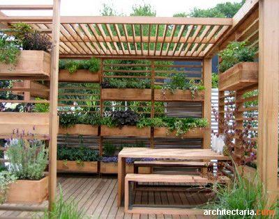 Modern pergola with integrated planters coltivare for Fioriera verticale ikea