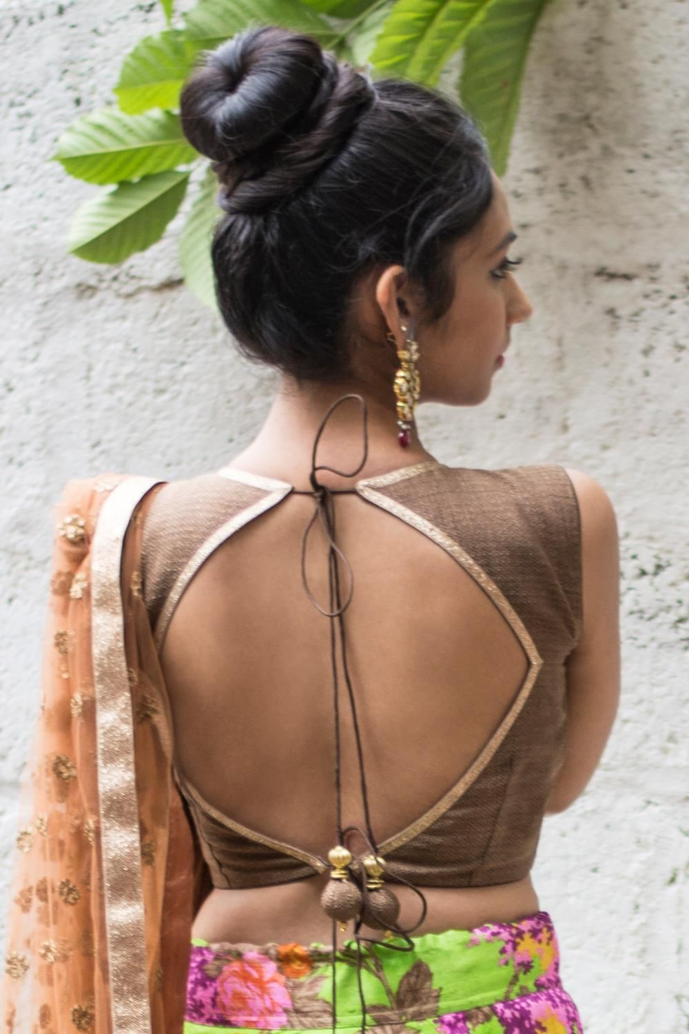 Ready to shop blouses   House Of Blouse Ready to shop blouses   House Of Blouse textured brown jute brocade - Redefine sensual elegance in this earthy brown round neck blouse. The sparkle at the neckline and the back is added by placing a slim dull copper border. This simple timeless blouse may fast become your go to, multi-occasion blouse. For enquiries Whatsapp +91 81050 68601. *Shipping worldwide* #saree #blouse #sareeblouse #blousedesigns #desi #indianfashion #india #bollywood #brown