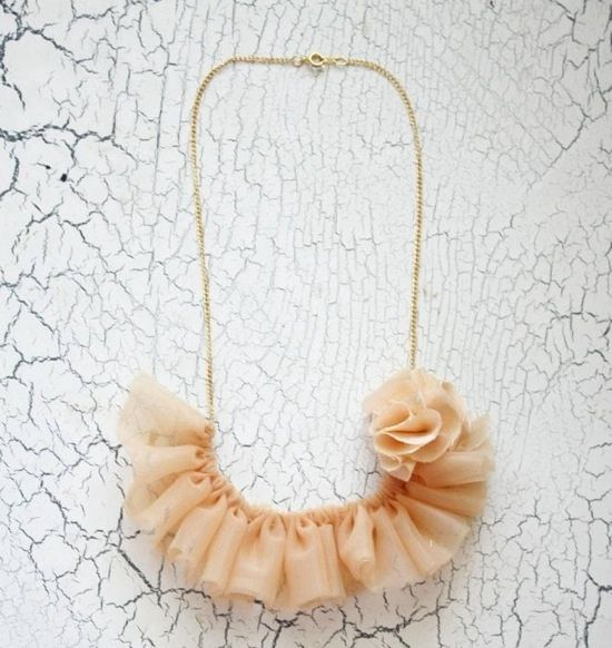 This ruffled necklace, using chiffon fabric and silk, is an elegant accessory for those with some sewing know-how.