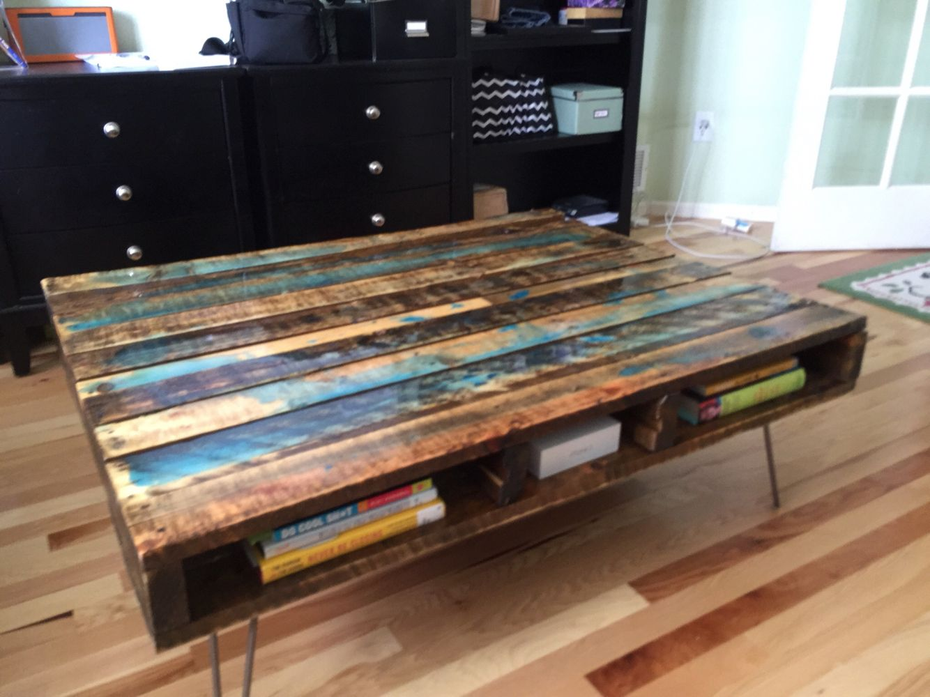 Pallet coffee table with glow in the dark resin, poly and ...