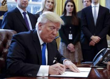 Trump anuncia que investigará su desacreditada teoría sobre el fraude electoral