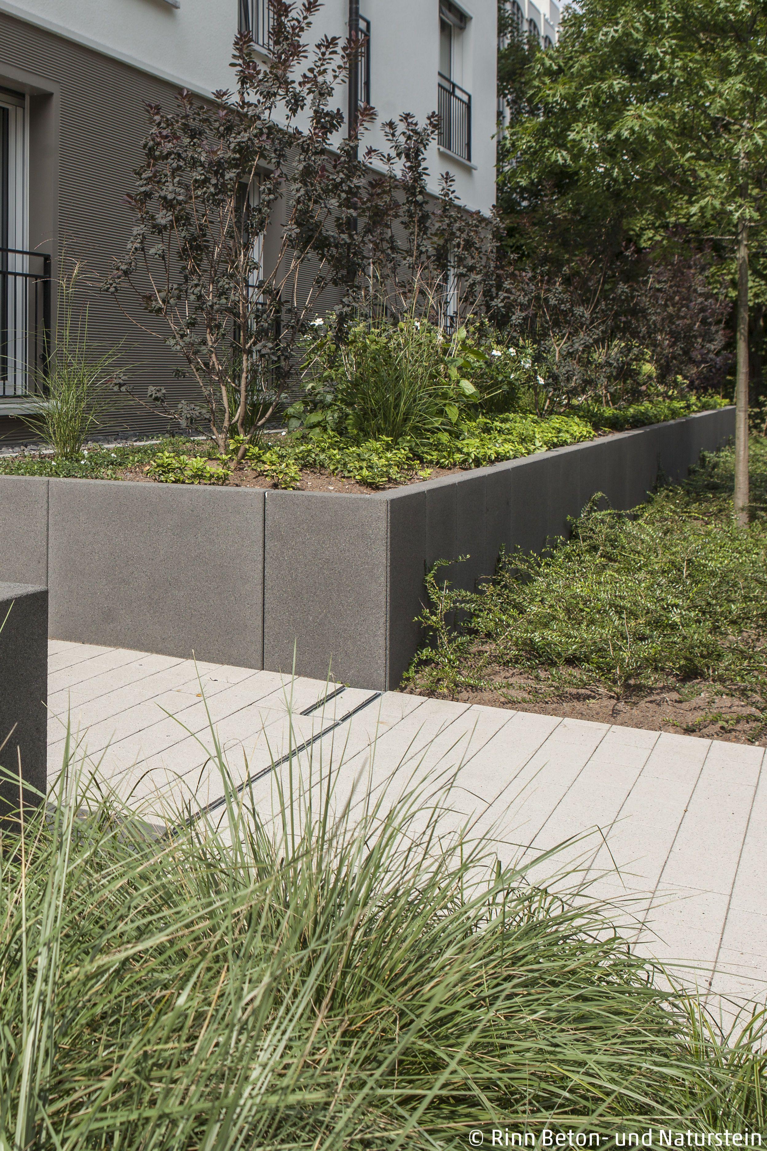 terrasse mit l steinen. Black Bedroom Furniture Sets. Home Design Ideas