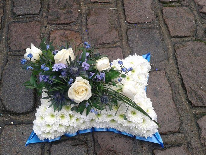 funeral cushion tribute | Štvorec - veniec | Pinterest